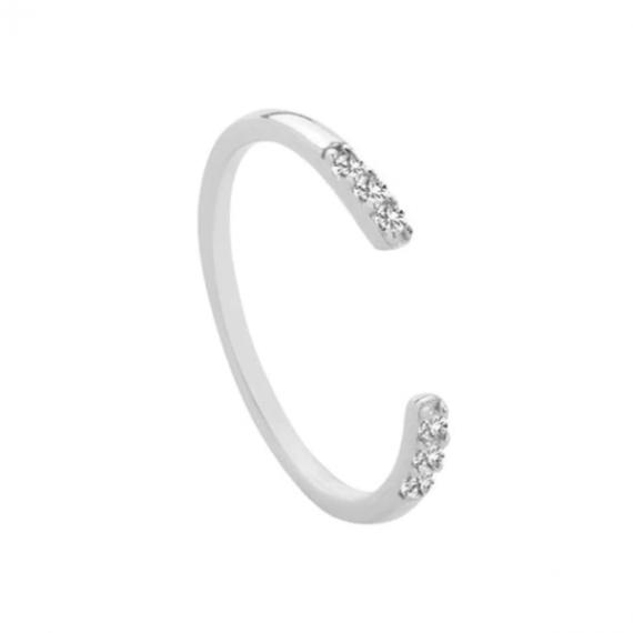 טבעת כסף מעוצבת עם קריסטלים